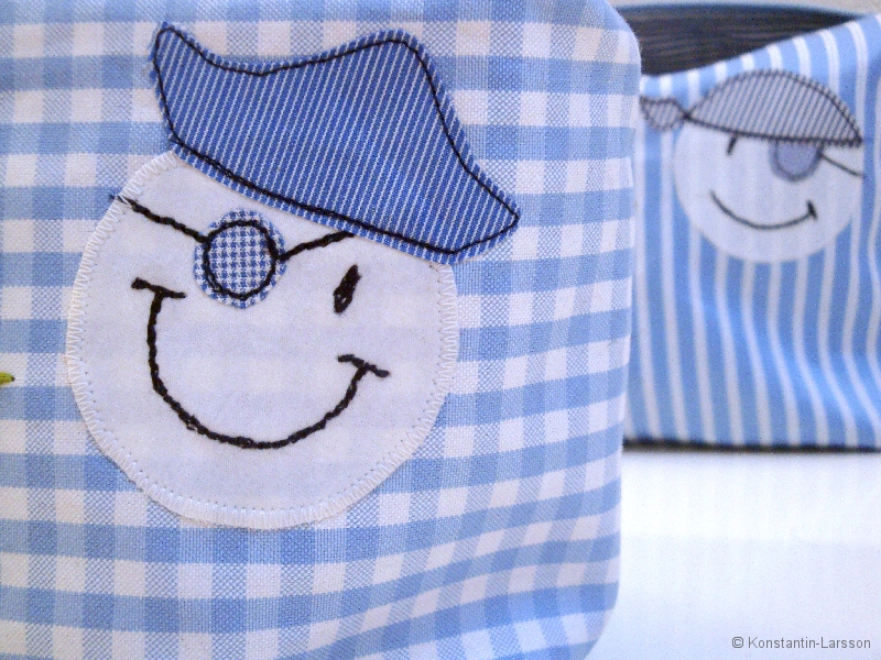 boy toilet bag detail: pirate faces