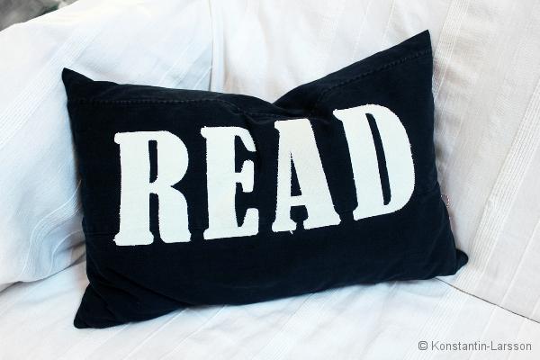 C, black READ offwhite