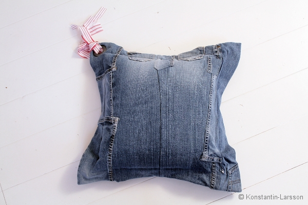 C, jeans eyelet red striped ribbons