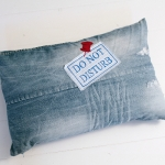 C, jeans \'do not disturb\', red pin